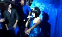 Selena Gomez- Découvrez la chanter chez Perez Hilton