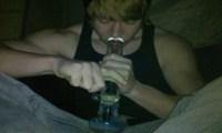 Rupert Grint de Harry Potter- Découvrez le fumer avec un bong