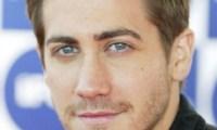 Jake Gyllenhaal couvert de fleurs par Anne Hathaway