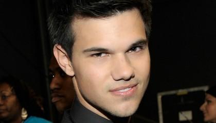 Taylor Lautner largué par Lily Collins