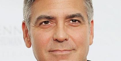 George Clooney opéré coude
