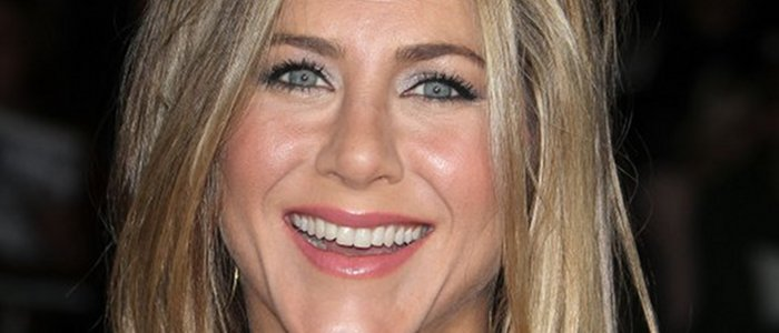 Jennifer Aniston lorgne John Mayer