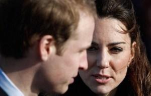 Kate Middleton impose William George sur meme avion