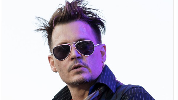 johnny depp de sortie avec ses enfants pour se remettre d aplomb photos. Black Bedroom Furniture Sets. Home Design Ideas
