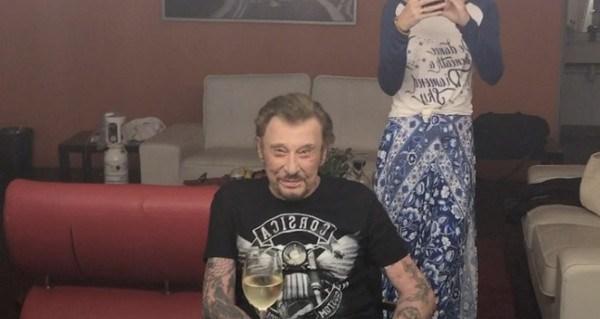 Johnny Hallyday en guerre contre le cancer «une terrifiante nouvelle» selon France Dimanche
