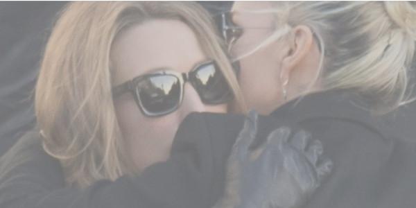 Laura Smet et David Hallyday épaulent Laeticia, qui a craqué aux obséques (vidéo)