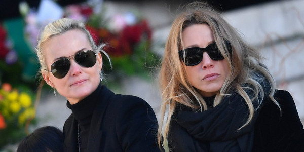 Laeti­cia Hally­day effaçait les SMS de Laura Smet du portable de Johnny
