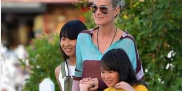 Laeticia Hallyday et ses filles mettent le cap sur St Barth