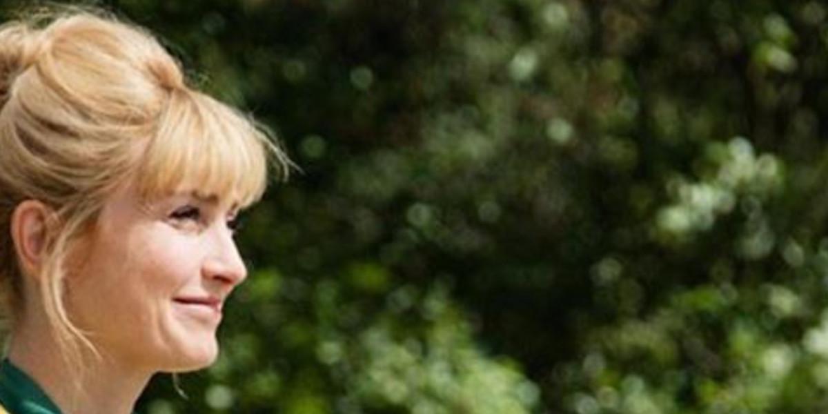 julie-gayet-exagerement-sereine-etonnant-geste-apres-la-trahison-de-francois-hollande
