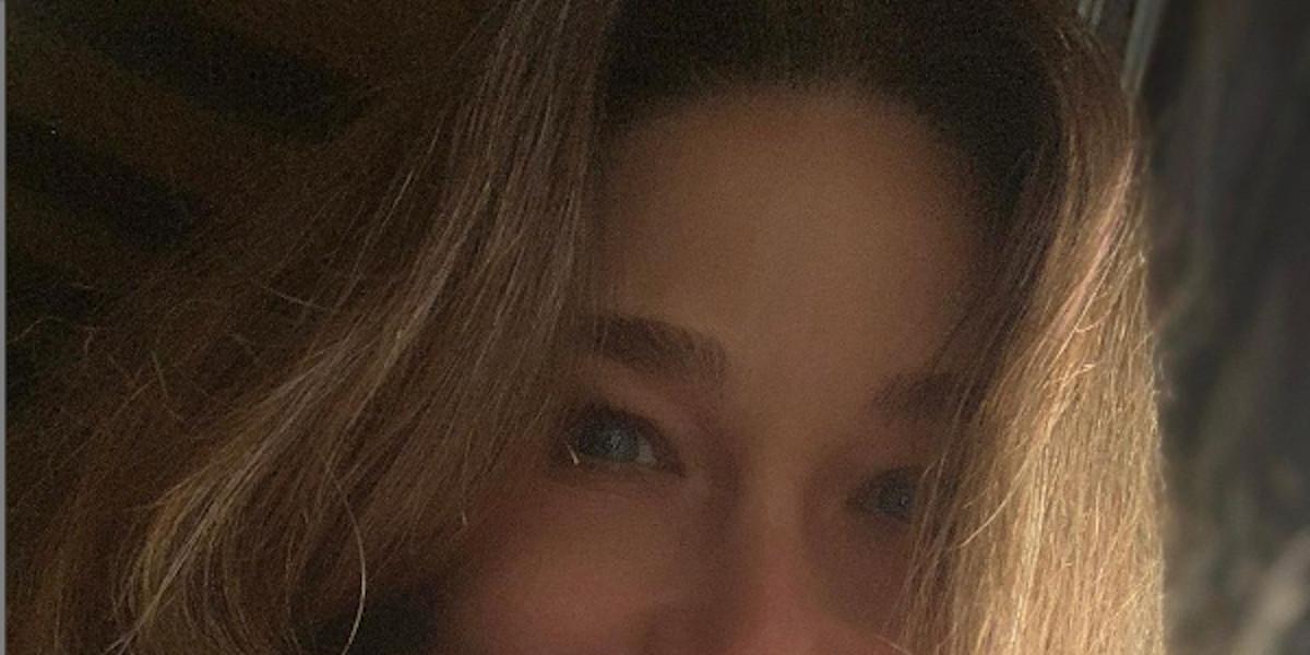 carla-bruni-sublime-15-ans-de-moins-enigmatique-secret-beaute