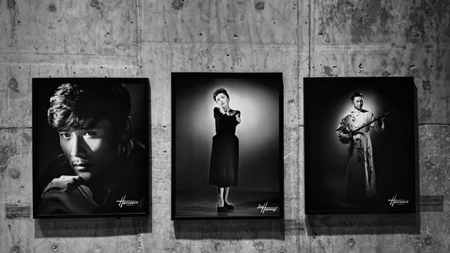 Piaf (1950) et un acteur d'Opéra Pingtan (2012)