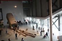 Vue du hall et de l'oeuvre d'entrée