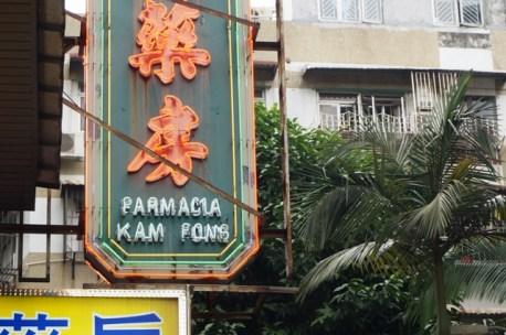 La farmacia, et les caractères chinois...