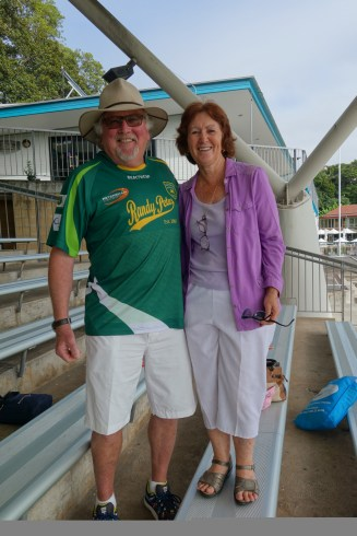 Brian et Fay au cricket - Brian and Fay at the cricket match