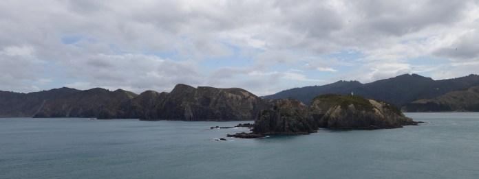 Leaving the South Island behind - Laisser l'île du sud derrière nous
