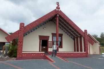 A Maori communal house - Une maison communale Maori