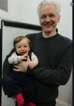L'acte d'accusation politique contre Julian Assange : un numéro de cirque minable (Counterpunch) -- Binoy  KAMPMARK