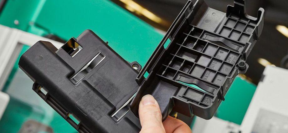 Abdeckung für eine Autobatterie