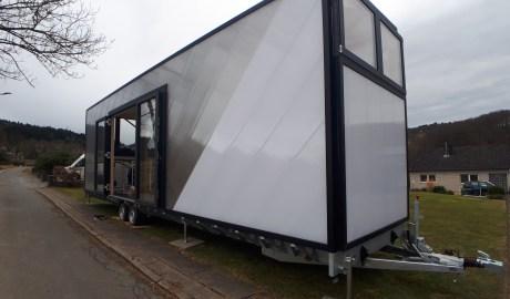 Der Anhänger bildet das Fundament eines jeden TechTinyHouse. Er wurde speziell für den Aufbau von Tiny Houses entwickelt und schließt optimal an das Ständerwerk an, damit das Tiny House eine solide Einheit bildet kann. (Quelle: TechTinyHouse)