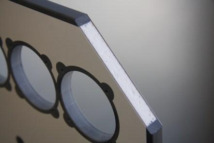 Mit einem Kern aus Styropor lässt sich gegenüber Sperrholz Gewicht einsparen, denn es ist rund 75 Prozent leichter. Für einen optisch sauberen Abschluss sorgt eine vergossene Kante aus Polyurethan. (Quelle: Vöhringer)