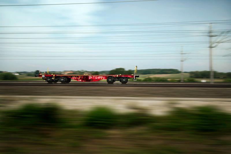 Der Leichtbau-Güterwaggon Transant auf der Strecke (Quelle: RCG)