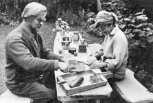 Leif og Lotte i deres have