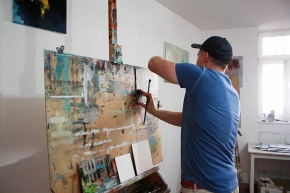 Portrait Einer Weiblichen Kunstler Maler Arbeiten In Ihrem Atelier Atelier Stockfotografie Alamy