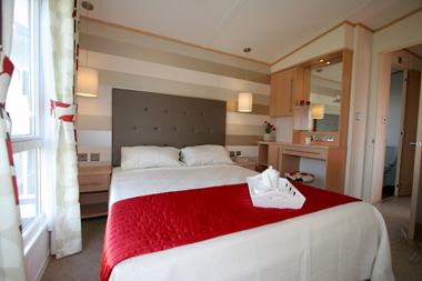 The-well-designed-Victory-Avalon-master-bedroom