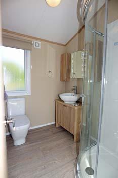 Regal Hamilton Lodge Shower room