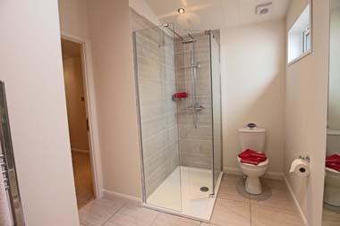 Pathfinder Fairway Lodge Shower room