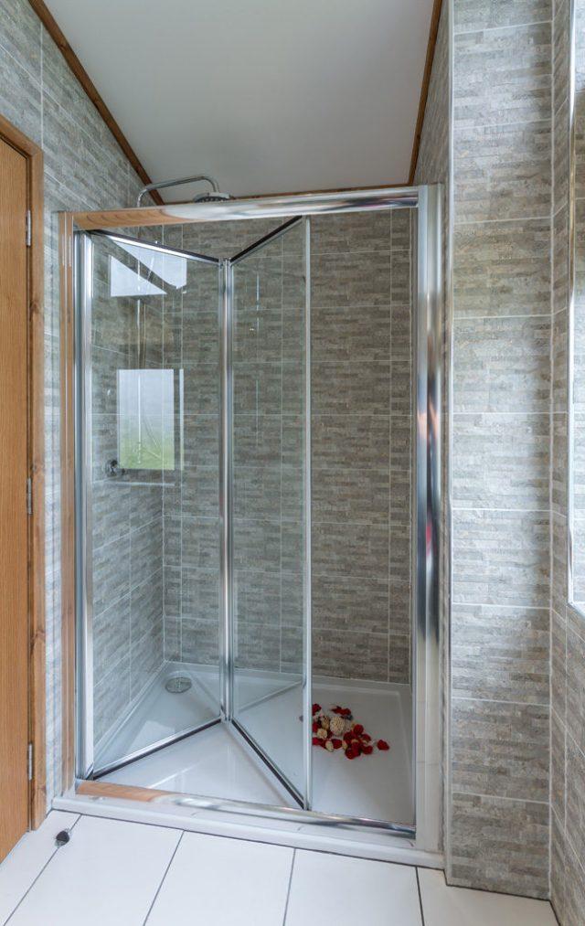 Tingdene Warreners master en-suite shower