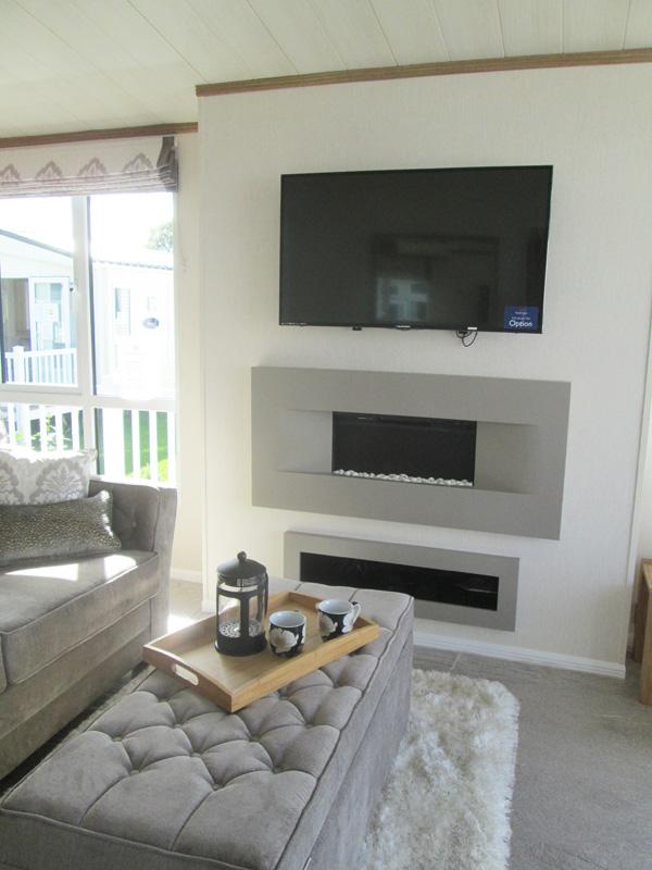 Pemberton Rivendale Lodge Fireplace & TV