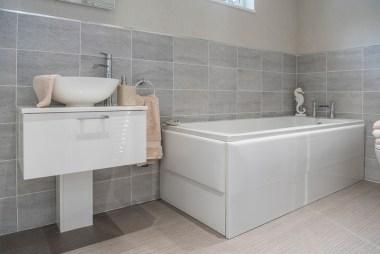 Omar Atrium En Suite Bathroom Main Wide
