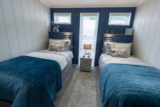 Tingdene Country Lodge Twin Bedroom Main