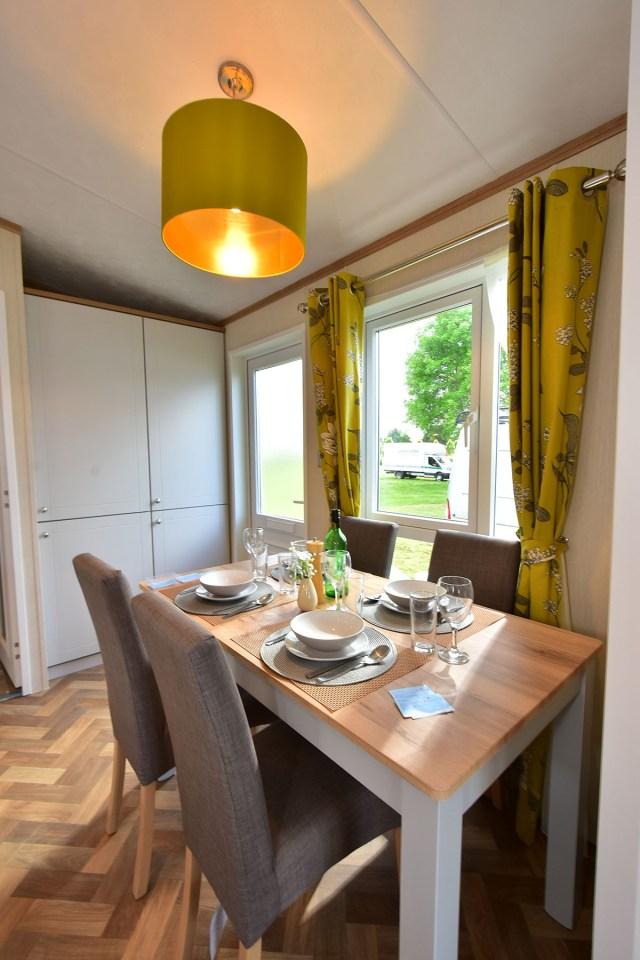 2020 Pemberton Abingdon Lodge dining room