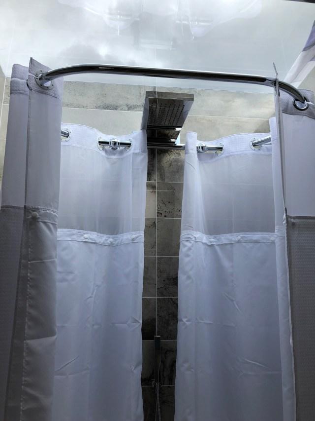2020 Pathfinder Hawthorne bathroom skylight