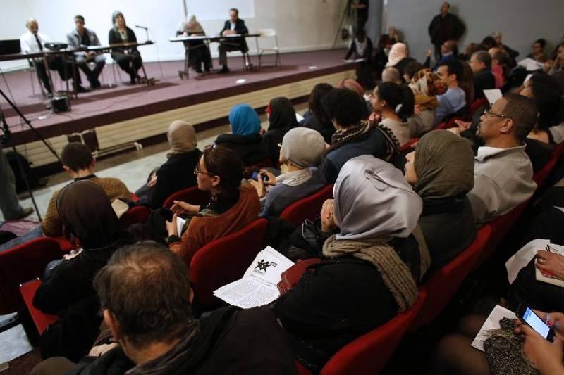 https://i2.wp.com/www.lejdc.fr/photoSRC/W1ZTJ1FdUTgIBhVOGwYSHgYNQDUVGFdfVV9FWkM-/un-meeting-contre-l-islamophobie-fait-salle-comble-a-saint-d_1979110.jpeg