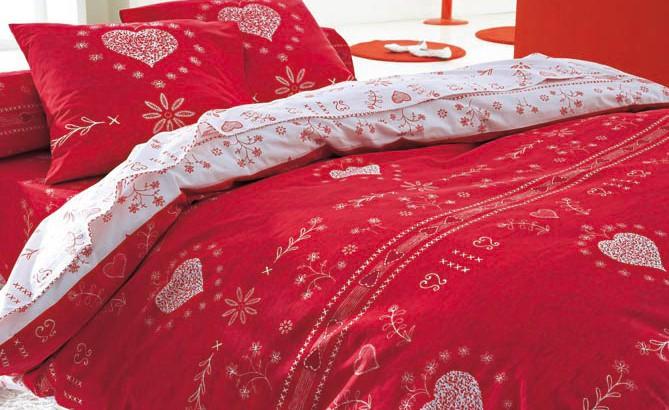 blanche porte linge de lit rouge le