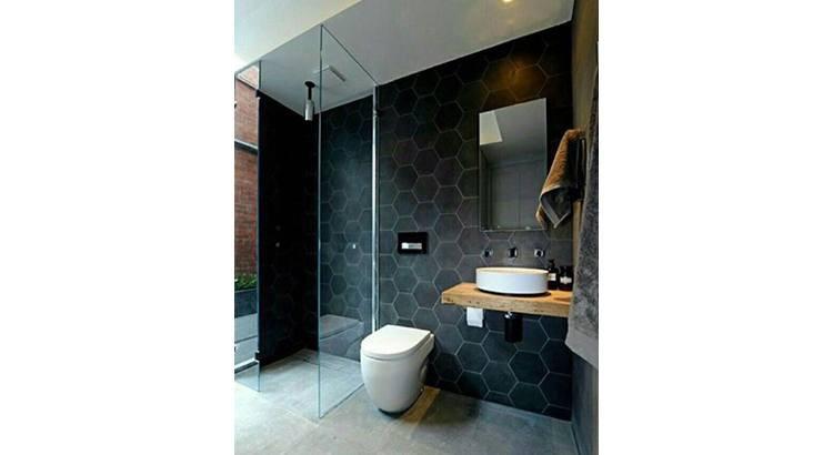 20 salles de bains noires qui nous ont