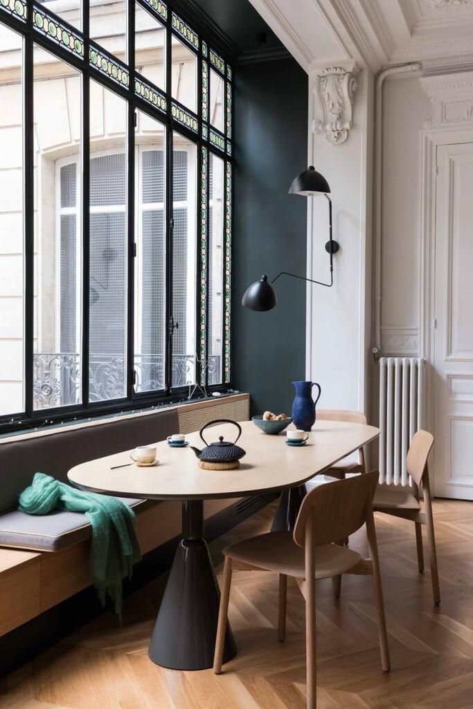 salle a manger table ovale et banquette