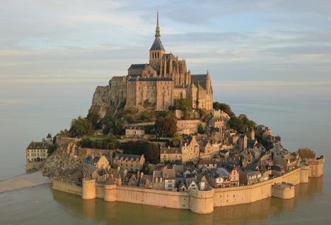 Accord entre l'Etat et les collectivités locales sur le financement du Mont Saint-Michel