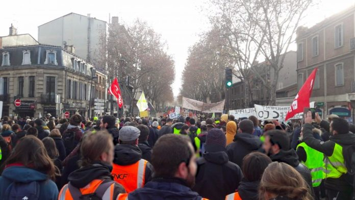 Cheminots manif gilets jaunes Toulouse