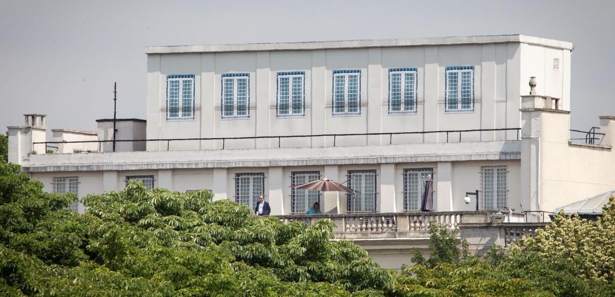 Le toit de l'ambassade US à Paris nous espionne !