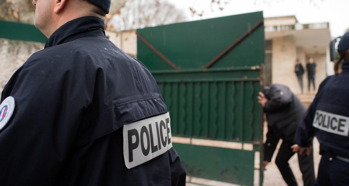Un policier tue en pleine rue son ex-compagne avec son arme de service