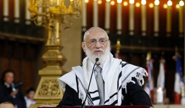 """Paris' chief Rabbi Michel Gugenheim (C) delivers a speech during a ceremony as part of the commemorations of the 70th anniversary of the Paris Vel D'Hiv roundup (Rafle du Velodrome d'Hiver) on 16 and 17 July 1942, on September 9, 2012 at Paris' """"Synagogue de la victoire"""". AFP PHOTO PIERRE VERDY"""