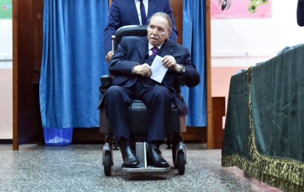 Algerian President Abdelaziz Bouteflika is seen on a wheelchair as he casts his vote at a polling station in Algiers on May 4, 2017 during parliamentary elections. Algerians voted for a new parliament amid soaring unemployment and a deep financial crisis caused by a collapse in oil revenues. / AFP PHOTO / RYAD KRAMDI