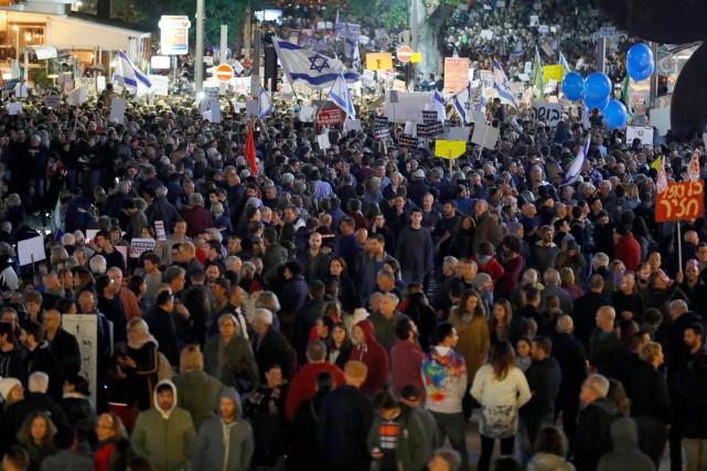 Des manifestants réclament la démission de Nétanyahou à Tel-Aviv