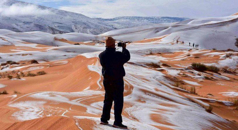 Les images de la neige dans le Sahara fascinent le monde