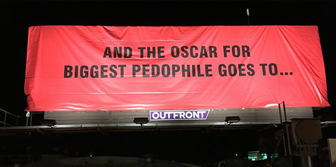 Sabo, un artiste critique les pédophiles d'Hollywood avec des panneaux géants !