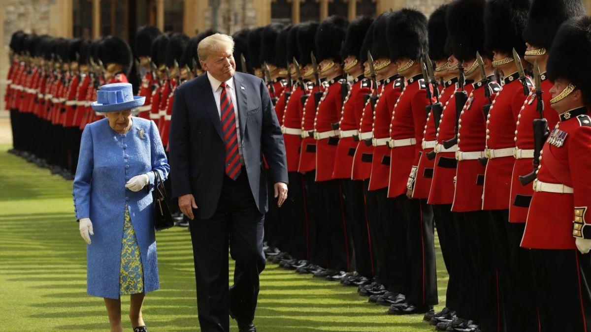 Les Britanniques s'agacent du comportement « maladroit » de Trump avec la Reine